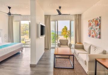 Deluxe Suite - Land Or Direct Sea View