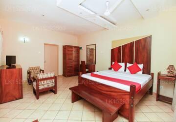 OYO 131 Paradise Holiday Village, Negombo