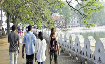 Kandy City Walk with a Local (Private 5-Hour Tour)